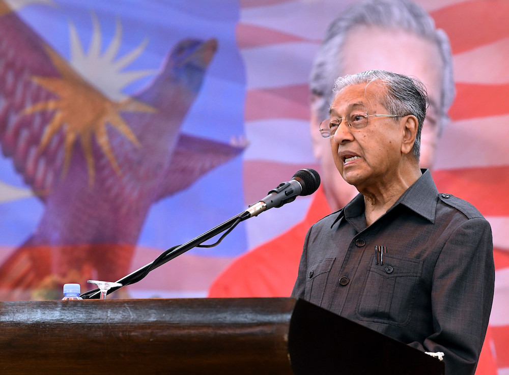 Prime Minister Tun Dr Mahathir Mohamad said he was not aware of any discussions on a third-party acquisition of FGV stakes as alleged by a Pakatan Harapan leader today. — Bernama pic