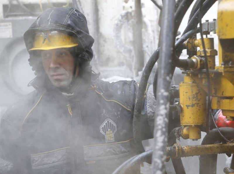 An employee works at a drilling site at the Rosneft company owned Suzunskoye oil field, north from the Russian Siberian city of Krasnoyarsk, March 26, 2015. REUTERS/Sergei Karpukhin/File Photo