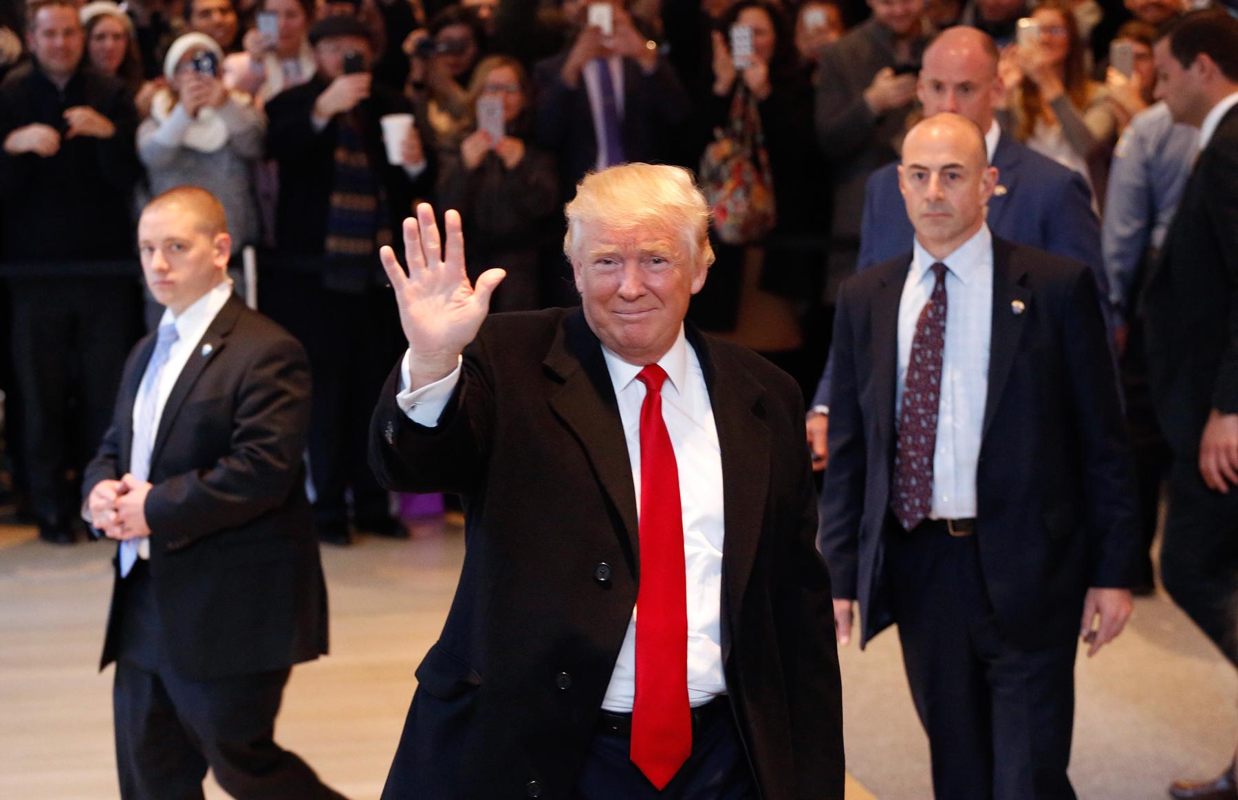 الكاتب: على ترامب فهم سبب خسارته، فهناك ملايين الناخبين الراضين عن سياساته ولكنهم صوتوا لمنافسه لأنهم سئموا الفوضى